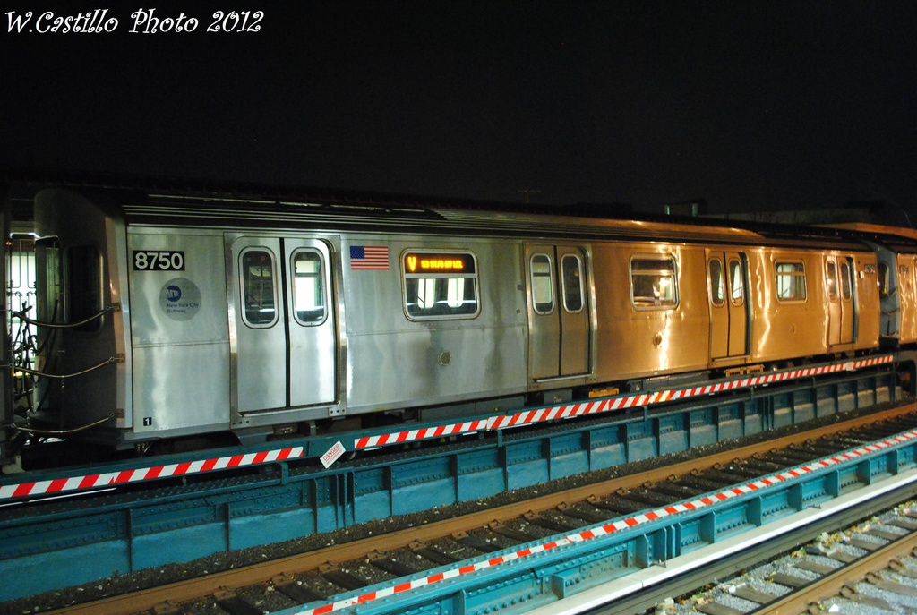 (292k, 1024x687)<br><b>Country:</b> United States<br><b>City:</b> New York<br><b>System:</b> New York City Transit<br><b>Line:</b> BMT Brighton Line<br><b>Location:</b> Avenue U <br><b>Route:</b> Layup<br><b>Car:</b> R-160B (Kawasaki, 2005-2008)  8750 <br><b>Photo by:</b> Wilfredo Castillo<br><b>Date:</b> 11/11/2012<br><b>Viewed (this week/total):</b> 0 / 709