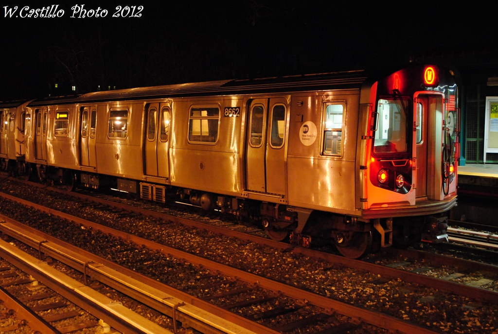 (314k, 1024x687)<br><b>Country:</b> United States<br><b>City:</b> New York<br><b>System:</b> New York City Transit<br><b>Line:</b> BMT Brighton Line<br><b>Location:</b> Avenue U <br><b>Route:</b> Layup<br><b>Car:</b> R-160A-2 (Alstom, 2005-2008, 5 car sets)  8662 <br><b>Photo by:</b> Wilfredo Castillo<br><b>Date:</b> 11/11/2012<br><b>Viewed (this week/total):</b> 3 / 420