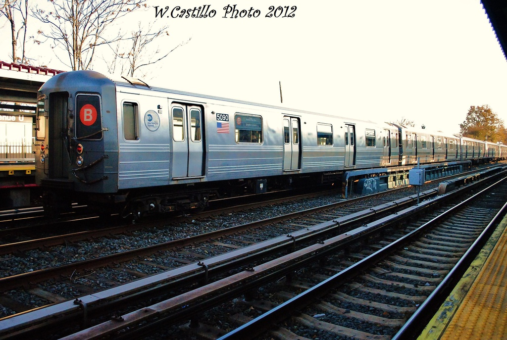 (340k, 1024x687)<br><b>Country:</b> United States<br><b>City:</b> New York<br><b>System:</b> New York City Transit<br><b>Line:</b> BMT Brighton Line<br><b>Location:</b> Avenue U <br><b>Route:</b> B<br><b>Car:</b> R-68A (Kawasaki, 1988-1989)  5090 <br><b>Photo by:</b> Wilfredo Castillo<br><b>Date:</b> 11/11/2012<br><b>Viewed (this week/total):</b> 3 / 776