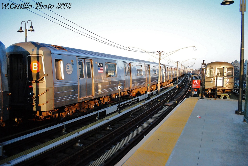 (312k, 1024x687)<br><b>Country:</b> United States<br><b>City:</b> New York<br><b>System:</b> New York City Transit<br><b>Line:</b> BMT Brighton Line<br><b>Location:</b> Ocean Parkway <br><b>Route:</b> B<br><b>Car:</b> R-68A (Kawasaki, 1988-1989)  5190 <br><b>Photo by:</b> Wilfredo Castillo<br><b>Date:</b> 11/11/2012<br><b>Viewed (this week/total):</b> 0 / 705