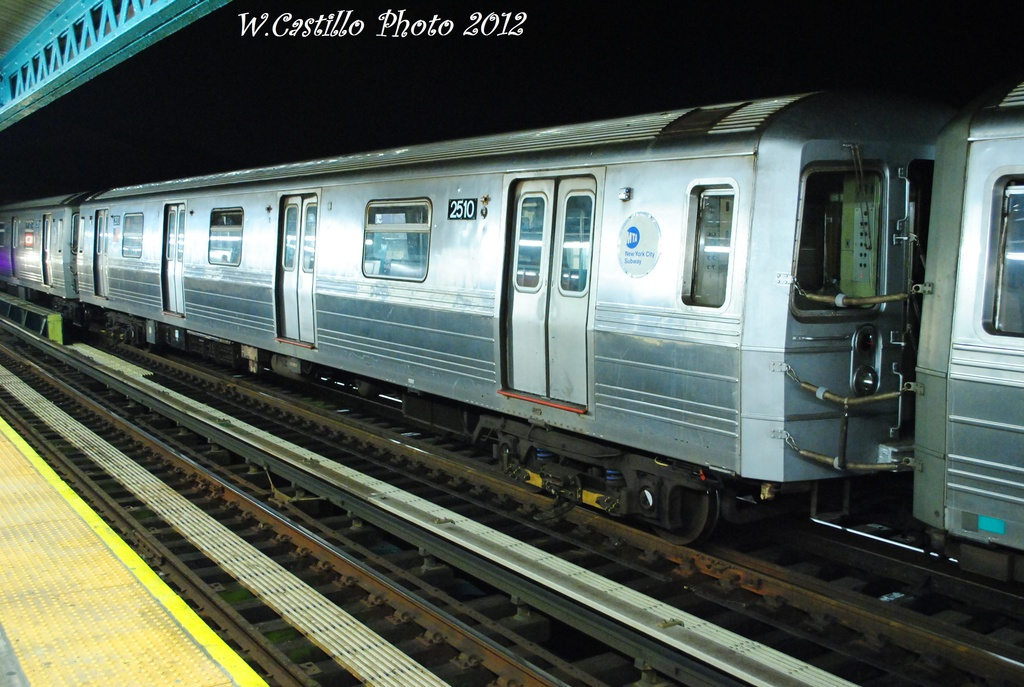 (311k, 1024x687)<br><b>Country:</b> United States<br><b>City:</b> New York<br><b>System:</b> New York City Transit<br><b>Line:</b> BMT West End Line<br><b>Location:</b> 79th Street <br><b>Route:</b> D<br><b>Car:</b> R-68 (Westinghouse-Amrail, 1986-1988)  2510 <br><b>Photo by:</b> Wilfredo Castillo<br><b>Date:</b> 11/12/2012<br><b>Viewed (this week/total):</b> 2 / 549