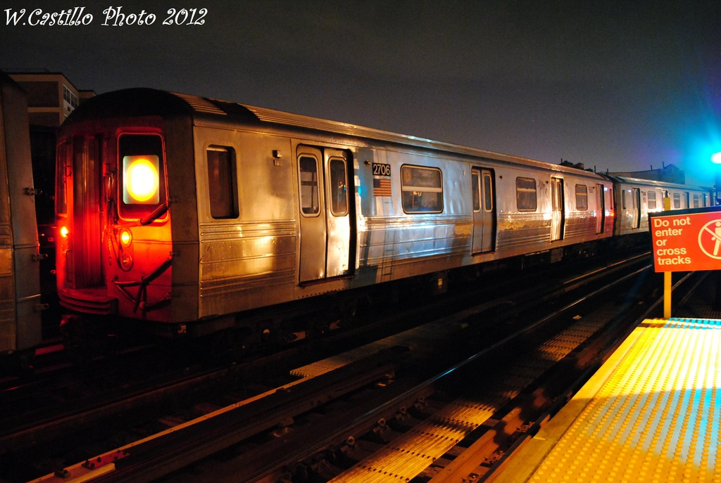 (273k, 1024x687)<br><b>Country:</b> United States<br><b>City:</b> New York<br><b>System:</b> New York City Transit<br><b>Line:</b> BMT West End Line<br><b>Location:</b> 79th Street <br><b>Route:</b> D<br><b>Car:</b> R-68 (Westinghouse-Amrail, 1986-1988)  2706 <br><b>Photo by:</b> Wilfredo Castillo<br><b>Date:</b> 11/12/2012<br><b>Viewed (this week/total):</b> 0 / 677