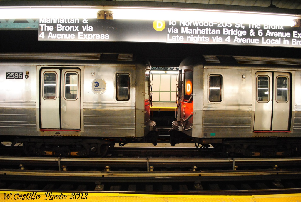 (289k, 1024x687)<br><b>Country:</b> United States<br><b>City:</b> New York<br><b>System:</b> New York City Transit<br><b>Line:</b> BMT West End Line<br><b>Location:</b> 79th Street <br><b>Route:</b> Layup<br><b>Car:</b> R-68 (Westinghouse-Amrail, 1986-1988)   <br><b>Photo by:</b> Wilfredo Castillo<br><b>Date:</b> 11/12/2012<br><b>Viewed (this week/total):</b> 2 / 679
