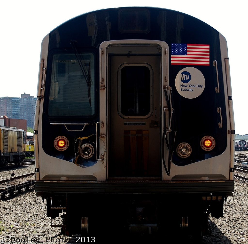 (352k, 1024x1007)<br><b>Country:</b> United States<br><b>City:</b> New York<br><b>System:</b> New York City Transit<br><b>Location:</b> Coney Island Yard<br><b>Car:</b> R-160B (Option 1) (Kawasaki, 2008-2009)  9122 <br><b>Photo by:</b> John Dooley<br><b>Date:</b> 6/22/2013<br><b>Viewed (this week/total):</b> 1 / 370
