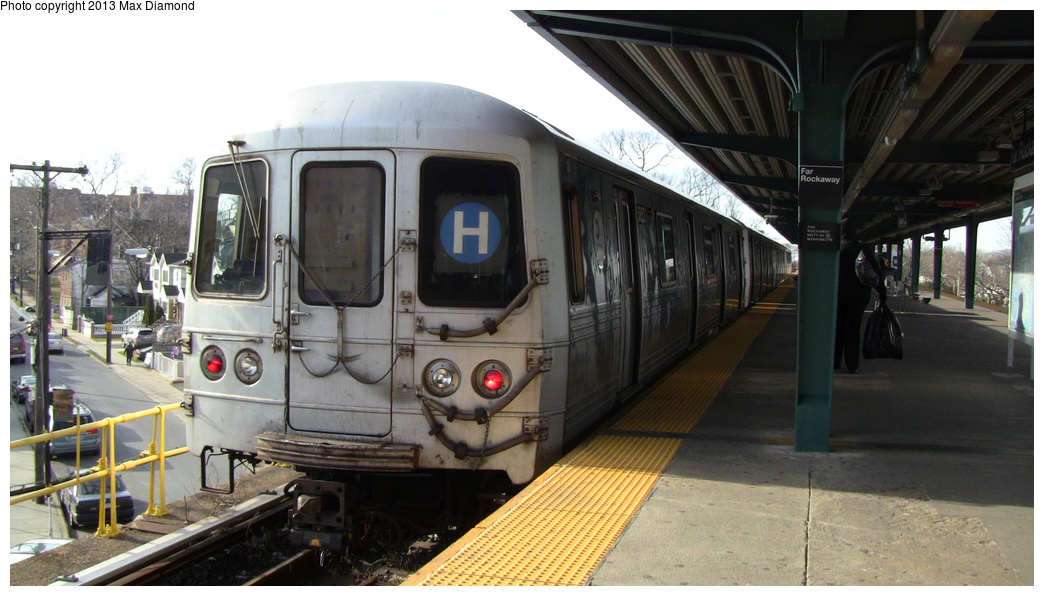 (262k, 1044x596)<br><b>Country:</b> United States<br><b>City:</b> New York<br><b>System:</b> New York City Transit<br><b>Line:</b> IND Rockaway<br><b>Location:</b> Mott Avenue/Far Rockaway <br><b>Route:</b> H<br><b>Car:</b> R-46 (Pullman-Standard, 1974-75) 5852 <br><b>Photo by:</b> Max Diamond<br><b>Date:</b> 12/23/2012<br><b>Viewed (this week/total):</b> 3 / 533