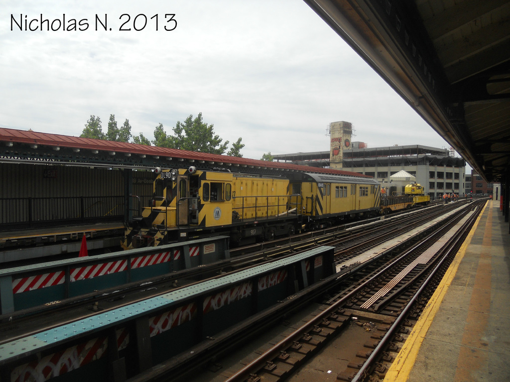 (322k, 1024x768)<br><b>Country:</b> United States<br><b>City:</b> New York<br><b>System:</b> New York City Transit<br><b>Line:</b> BMT Astoria Line<br><b>Location:</b> 39th/Beebe Aves. <br><b>Route:</b> Work Service<br><b>Car:</b> R-120 Locomotive  907 <br><b>Photo by:</b> Nicholas Noel<br><b>Date:</b> 6/2013<br><b>Viewed (this week/total):</b> 0 / 123