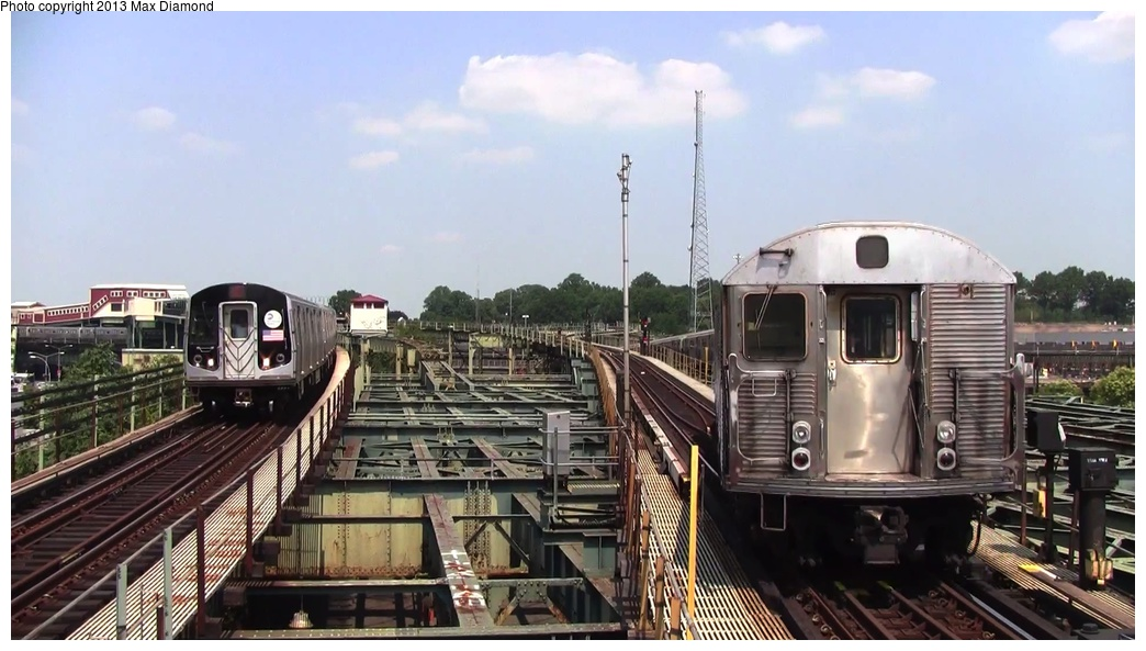 (222k, 1044x593)<br><b>Country:</b> United States<br><b>City:</b> New York<br><b>System:</b> New York City Transit<br><b>Line:</b> BMT Canarsie Line<br><b>Location:</b> Atlantic Avenue <br><b>Car:</b> R-32 (Budd, 1964)   <br><b>Photo by:</b> Max Diamond<br><b>Date:</b> 8/21/2013<br><b>Viewed (this week/total):</b> 4 / 700