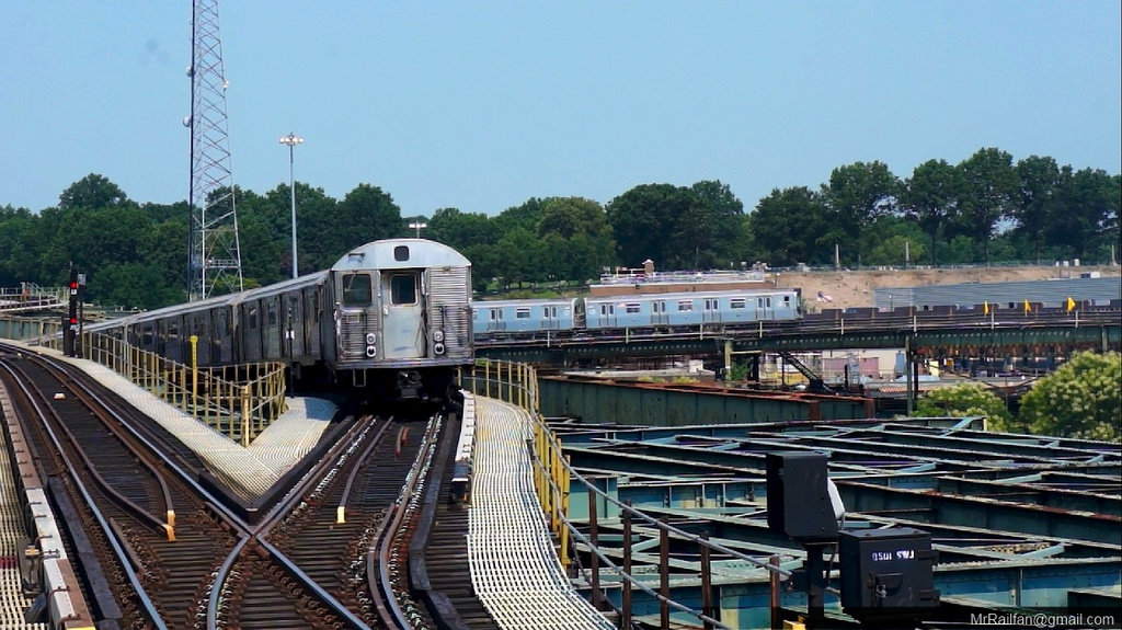 (259k, 1024x575)<br><b>Country:</b> United States<br><b>City:</b> New York<br><b>System:</b> New York City Transit<br><b>Line:</b> BMT Canarsie Line<br><b>Location:</b> Atlantic Avenue <br><b>Car:</b> R-32 (Budd, 1964)   <br><b>Photo by:</b> Mr. Railfan <br><b>Date:</b> 10/23/2012<br><b>Viewed (this week/total):</b> 2 / 1054