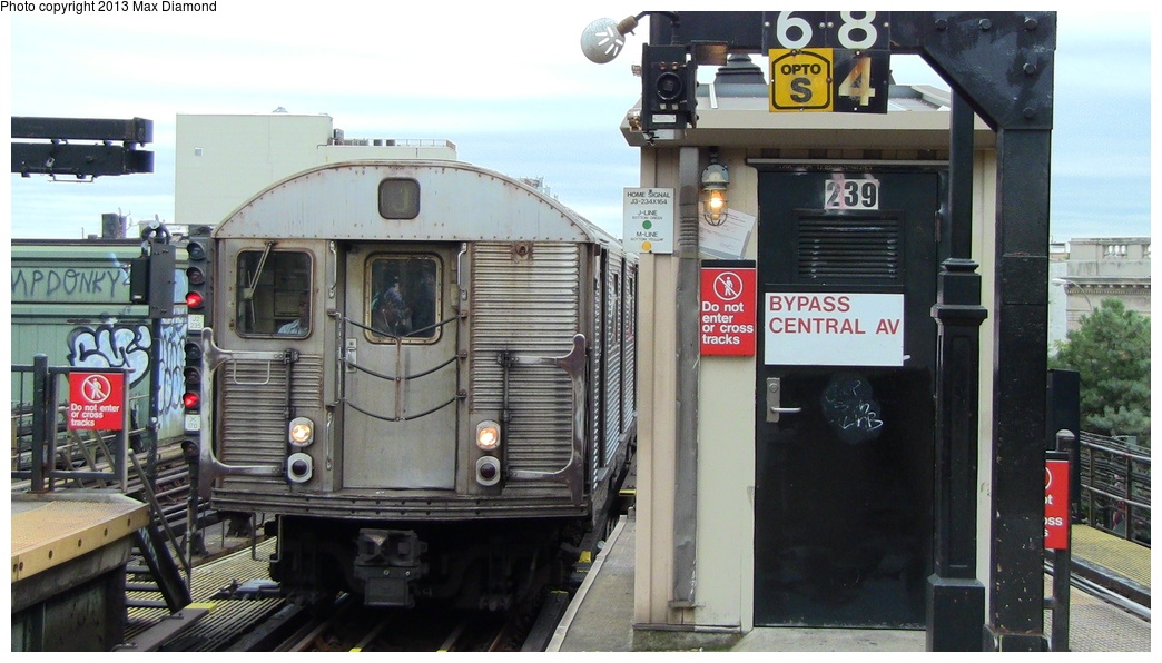 (275k, 1044x596)<br><b>Country:</b> United States<br><b>City:</b> New York<br><b>System:</b> New York City Transit<br><b>Line:</b> BMT Nassau Street/Jamaica Line<br><b>Location:</b> Myrtle Avenue <br><b>Route:</b> J<br><b>Car:</b> R-32 (Budd, 1964)   <br><b>Photo by:</b> Max Diamond<br><b>Date:</b> 7/25/2013<br><b>Viewed (this week/total):</b> 4 / 432