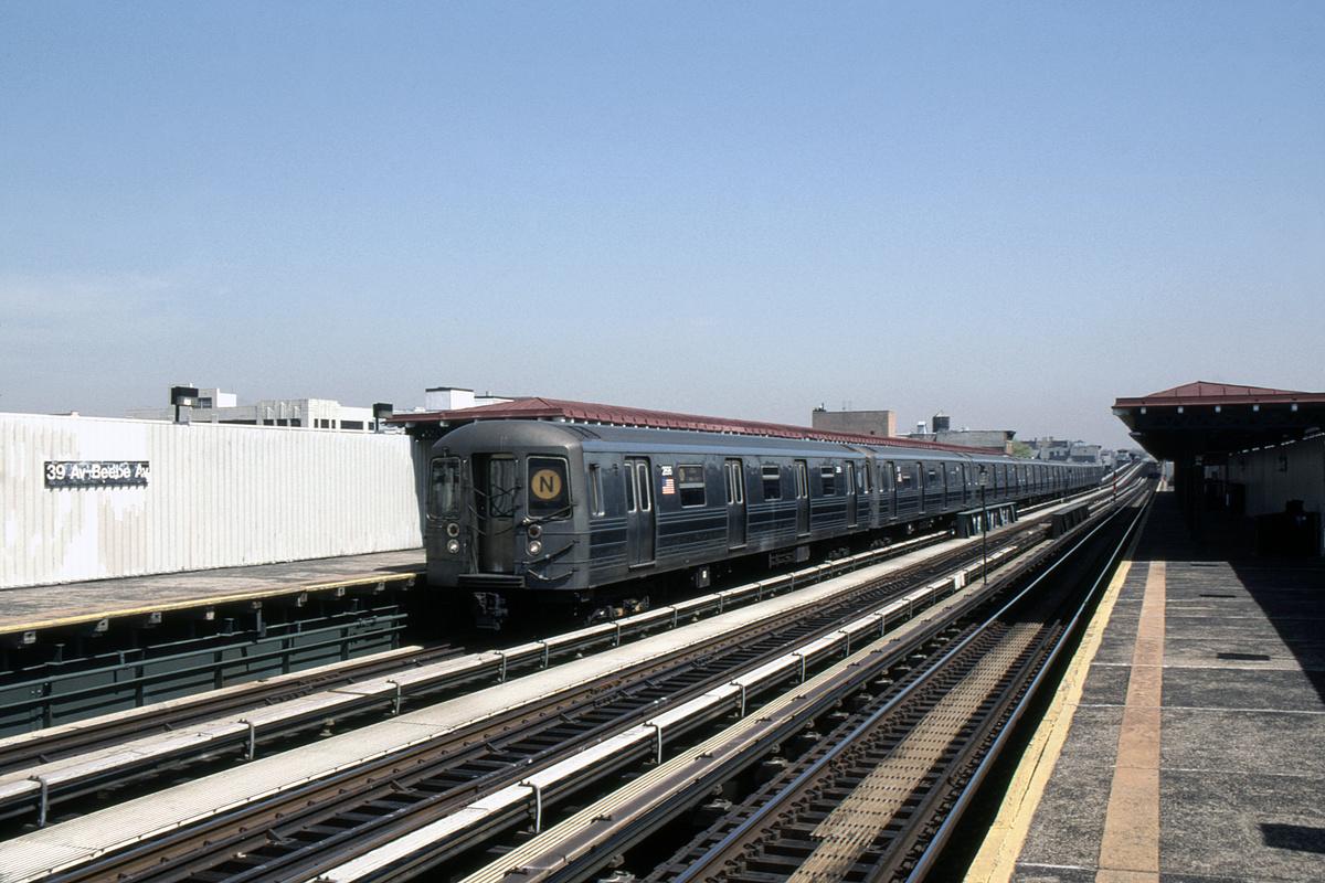 (362k, 1044x721)<br><b>Country:</b> United States<br><b>City:</b> New York<br><b>System:</b> New York City Transit<br><b>Line:</b> BMT Astoria Line<br><b>Location:</b> 39th/Beebe Aves. <br><b>Route:</b> N<br><b>Car:</b> R-68 (Westinghouse-Amrail, 1986-1988)  2896-2899/etc <br><b>Photo by:</b> David Warner<br><b>Date:</b> 4/18/2008<br><b>Viewed (this week/total):</b> 0 / 378