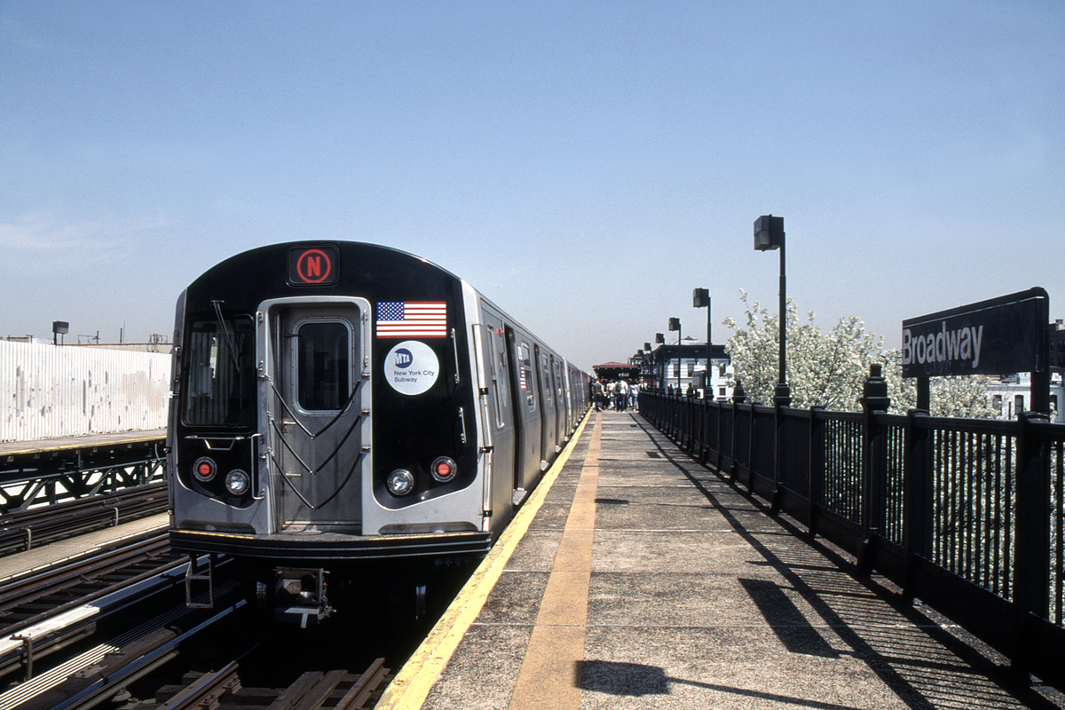 (377k, 1044x686)<br><b>Country:</b> United States<br><b>City:</b> New York<br><b>System:</b> New York City Transit<br><b>Line:</b> BMT Astoria Line<br><b>Location:</b> Broadway <br><b>Route:</b> N<br><b>Car:</b> R-160B (Kawasaki, 2005-2008)  8798-8802/etc <br><b>Photo by:</b> David Warner<br><b>Collection of:</b> David Pirmann<br><b>Date:</b> 4/18/2008<br><b>Viewed (this week/total):</b> 5 / 870
