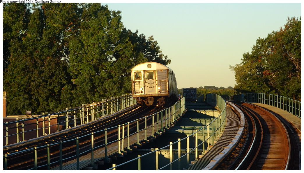 (403k, 1044x596)<br><b>Country:</b> United States<br><b>City:</b> New York<br><b>System:</b> New York City Transit<br><b>Line:</b> BMT Nassau Street/Jamaica Line<br><b>Location:</b> 102nd-104th Streets <br><b>Route:</b> Z<br><b>Car:</b> R-32 (Budd, 1964)   <br><b>Photo by:</b> Denilson Gomez<br><b>Date:</b> 9/24/2013<br><b>Viewed (this week/total):</b> 1 / 545