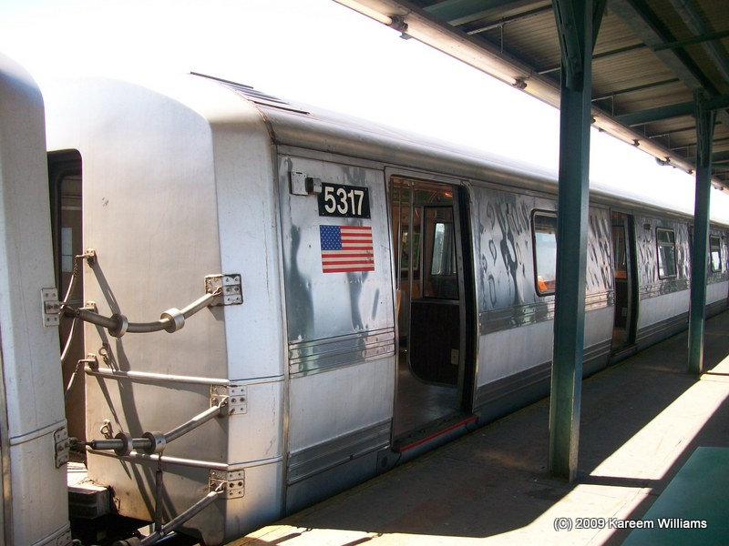(108k, 800x600)<br><b>Country:</b> United States<br><b>City:</b> New York<br><b>System:</b> New York City Transit<br><b>Line:</b> IND Fulton Street Line<br><b>Location:</b> Lefferts Boulevard <br><b>Route:</b> A<br><b>Car:</b> R-44 (St. Louis, 1971-73) 5317 <br><b>Photo by:</b> Kareem Williams<br><b>Date:</b> 4/12/2009<br><b>Viewed (this week/total):</b> 0 / 258