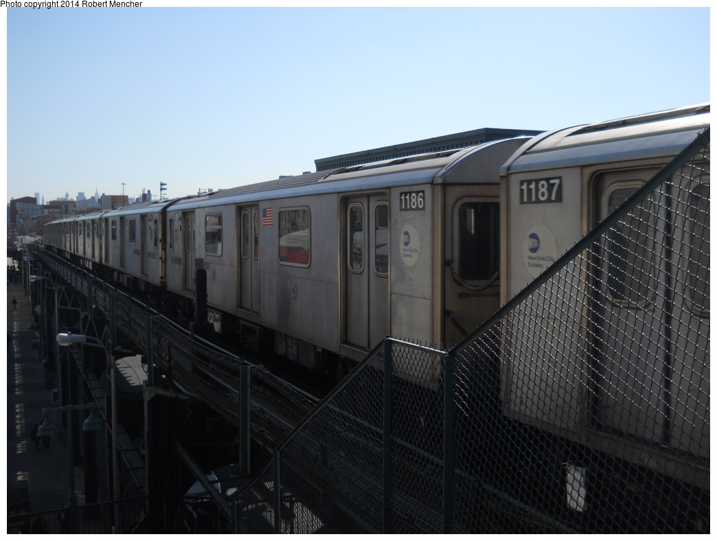 (308k, 1044x788)<br><b>Country:</b> United States<br><b>City:</b> New York<br><b>System:</b> New York City Transit<br><b>Line:</b> IRT Woodlawn Line<br><b>Location:</b> 161st Street/River Avenue (Yankee Stadium) <br><b>Route:</b> 4<br><b>Car:</b> R-142 (Option Order, Bombardier, 2002-2003)  1186 <br><b>Photo by:</b> Robert Mencher<br><b>Date:</b> 4/10/2014<br><b>Viewed (this week/total):</b> 2 / 71