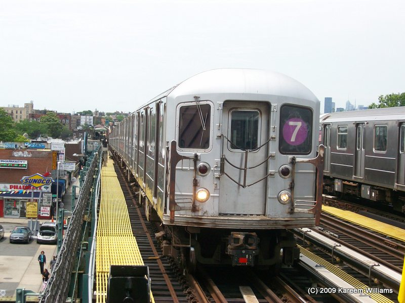 (109k, 800x600)<br><b>Country:</b> United States<br><b>City:</b> New York<br><b>System:</b> New York City Transit<br><b>Line:</b> IRT Flushing Line<br><b>Location:</b> 74th Street/Broadway <br><b>Route:</b> 7<br><b>Car:</b> R-62A (Bombardier, 1984-1987)   <br><b>Photo by:</b> Kareem Williams<br><b>Date:</b> 6/17/2009<br><b>Viewed (this week/total):</b> 0 / 385
