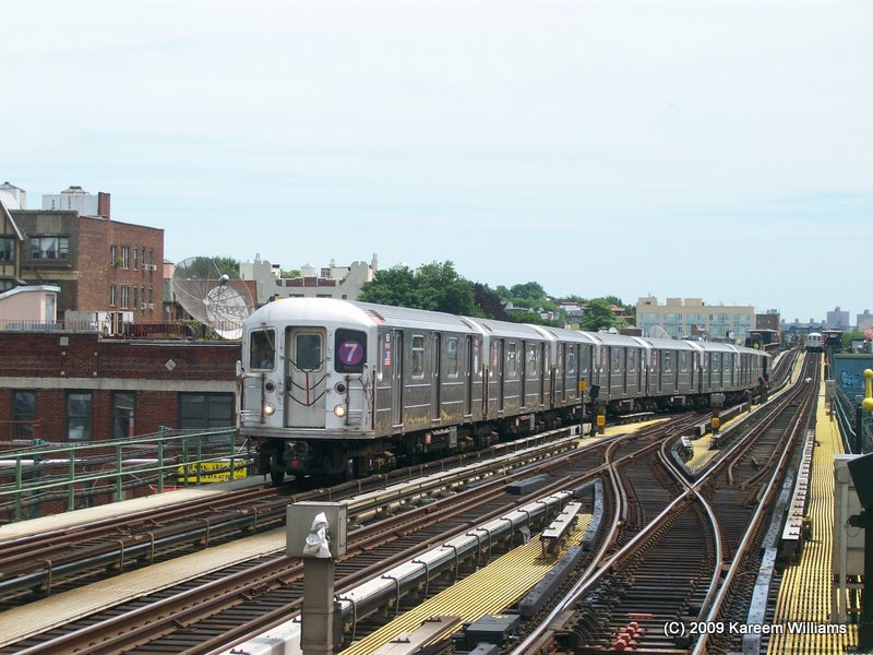 (116k, 800x600)<br><b>Country:</b> United States<br><b>City:</b> New York<br><b>System:</b> New York City Transit<br><b>Line:</b> IRT Flushing Line<br><b>Location:</b> 74th Street/Broadway <br><b>Route:</b> 7<br><b>Car:</b> R-62A (Bombardier, 1984-1987)   <br><b>Photo by:</b> Kareem Williams<br><b>Date:</b> 6/17/2009<br><b>Viewed (this week/total):</b> 4 / 186