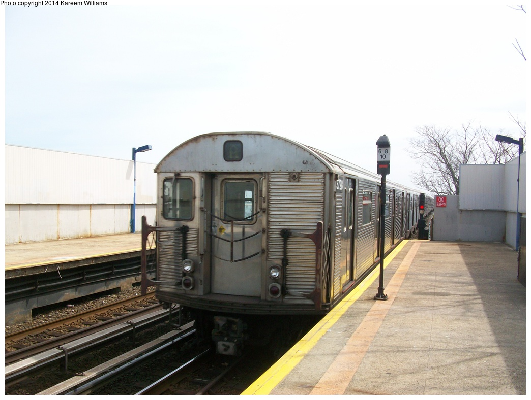 (260k, 1044x788)<br><b>Country:</b> United States<br><b>City:</b> New York<br><b>System:</b> New York City Transit<br><b>Line:</b> IND Rockaway<br><b>Location:</b> Broad Channel <br><b>Route:</b> A<br><b>Car:</b> R-32 (Budd, 1964)  3728 <br><b>Photo by:</b> Kareem Williams<br><b>Date:</b> 4/13/2009<br><b>Viewed (this week/total):</b> 3 / 704