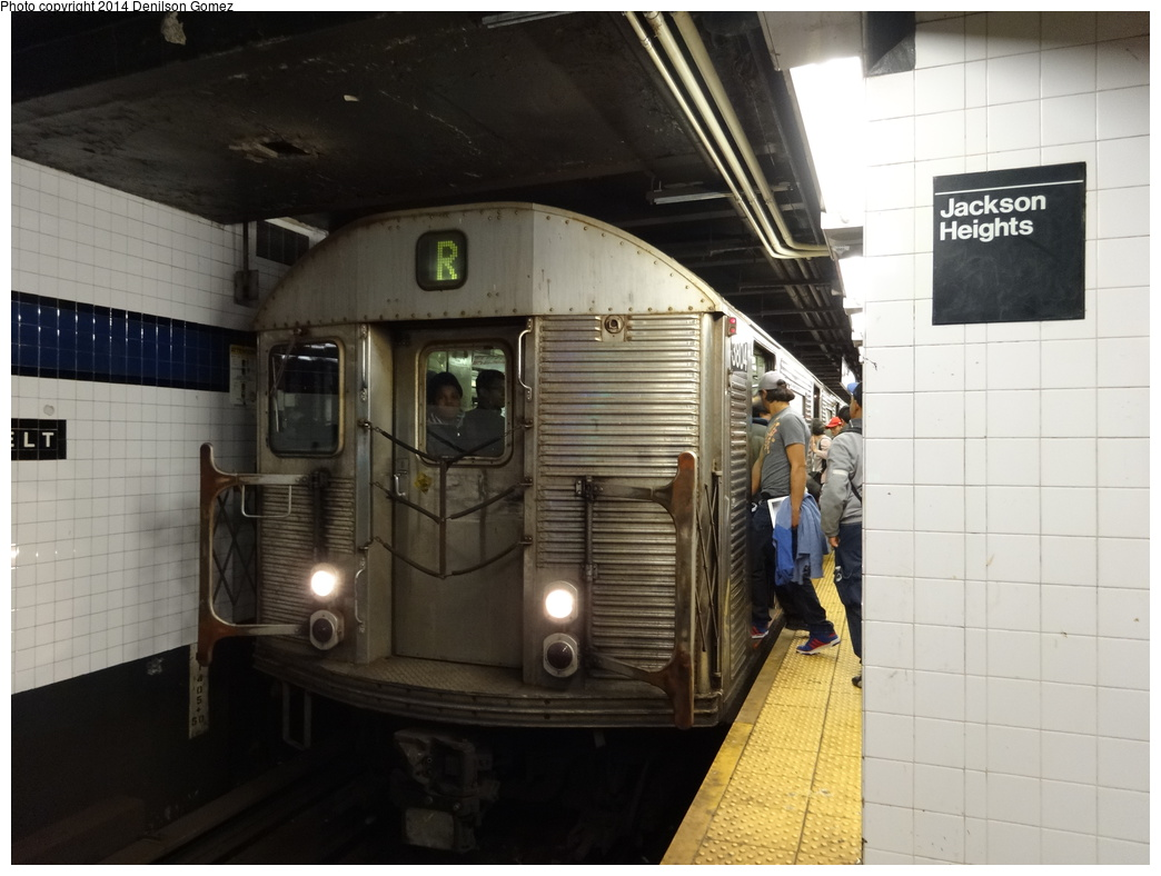 (290k, 1044x788)<br><b>Country:</b> United States<br><b>City:</b> New York<br><b>System:</b> New York City Transit<br><b>Line:</b> IND Queens Boulevard Line<br><b>Location:</b> Roosevelt Avenue <br><b>Route:</b> R<br><b>Car:</b> R-32 (Budd, 1964)  3804 <br><b>Photo by:</b> Denilson Gomez<br><b>Date:</b> 4/12/2014<br><b>Viewed (this week/total):</b> 2 / 978