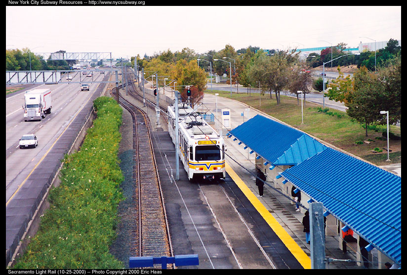(186k, 824x557)<br><b>Country:</b> United States<br><b>City:</b> Sacramento, CA<br><b>System:</b> SACRT Light Rail<br><b>Location:</b> Watt/I-80 <br><b>Photo by:</b> Eric Haas<br><b>Date:</b> 10/25/2000<br><b>Viewed (this week/total):</b> 0 / 3171