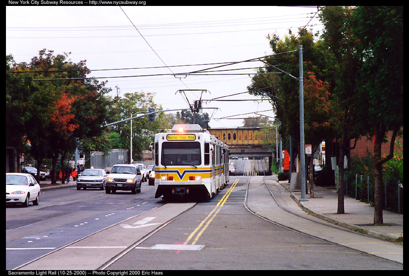 (147k, 824x557)<br><b>Country:</b> United States<br><b>City:</b> Sacramento, CA<br><b>System:</b> SACRT Light Rail<br><b>Location:</b> Alkali Flat/La Valentina <br><b>Car:</b> Sacramento Siemens LRV  104 <br><b>Photo by:</b> Eric Haas<br><b>Date:</b> 10/25/2000<br><b>Notes:</b> The ex-Southern Pacific mainline is in the backround.<br><b>Viewed (this week/total):</b> 0 / 1905