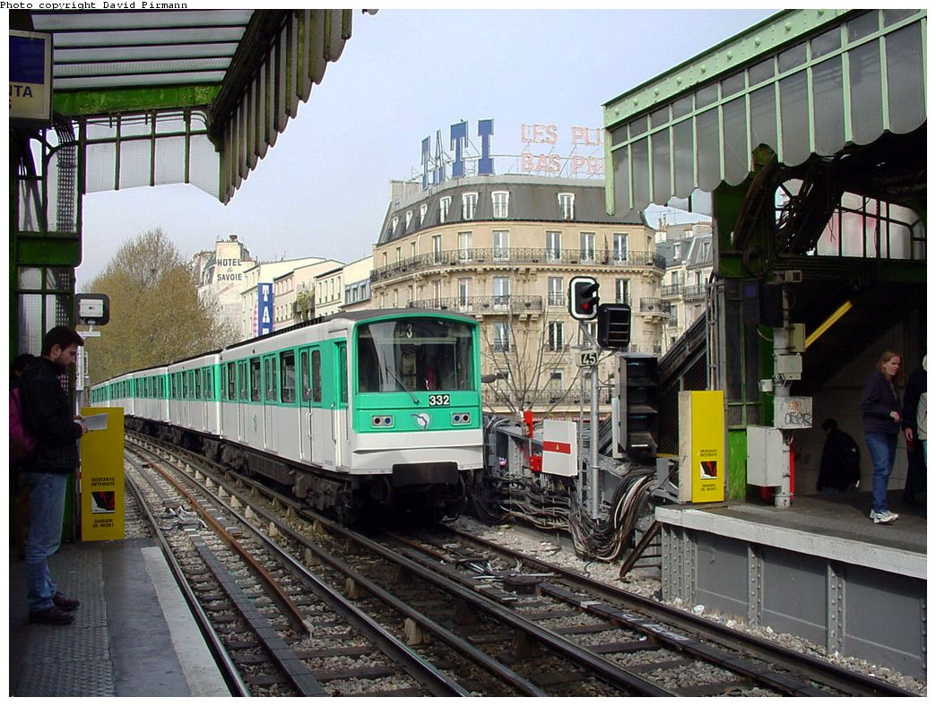 (189k, 1044x788)<br><b>Country:</b> France<br><b>City:</b> Paris<br><b>System:</b> RATP (Régie Autonome des Transports Parisiens)<br><b>Line:</b> Metro Ligne 2<br><b>Location:</b> Barbès-Rochechouart <br><b>Car:</b> MF67  <br><b>Photo by:</b> David Pirmann<br><b>Date:</b> 4/16/2000<br><b>Viewed (this week/total):</b> 0 / 5914