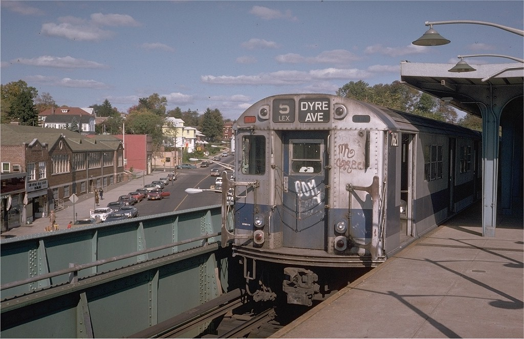 (190k, 1024x663)<br><b>Country:</b> United States<br><b>City:</b> New York<br><b>System:</b> New York City Transit<br><b>Line:</b> IRT Dyre Ave. Line<br><b>Location:</b> Dyre Avenue <br><b>Route:</b> 5<br><b>Car:</b> R-22 (St. Louis, 1957-58) 7621 <br><b>Photo by:</b> Steve Zabel<br><b>Collection of:</b> Joe Testagrose<br><b>Date:</b> 10/20/1974<br><b>Viewed (this week/total):</b> 1 / 4775