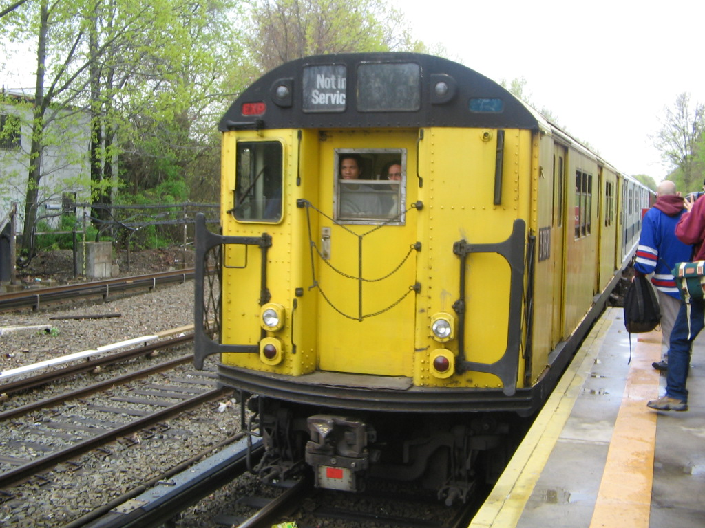 (283k, 1024x768)<br><b>Country:</b> United States<br><b>City:</b> New York<br><b>System:</b> New York City Transit<br><b>Line:</b> IRT Dyre Ave. Line<br><b>Location:</b> Gun Hill Road <br><b>Route:</b> Fan Trip<br><b>Car:</b> R-22 (St. Louis, 1957-58) 37371 <br><b>Photo by:</b> Jose Martinez<br><b>Date:</b> 5/1/2005<br><b>Notes:</b> Work Motor 37371 on fantrip.<br><b>Viewed (this week/total):</b> 4 / 2471