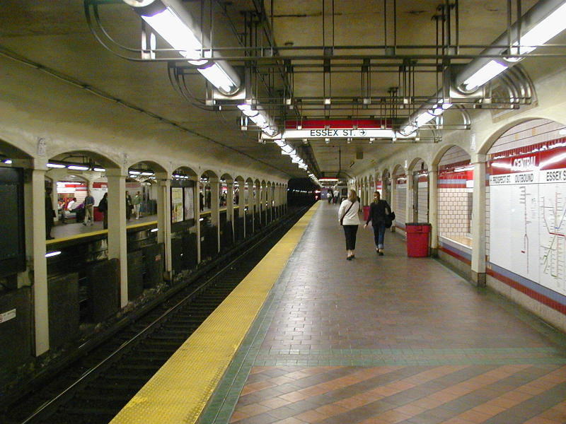 (101k, 800x600)<br><b>Country:</b> United States<br><b>City:</b> Boston, MA<br><b>System:</b> MBTA<br><b>Line:</b> MBTA Red Line<br><b>Location:</b> Central <br><b>Photo by:</b> Todd Glickman<br><b>Date:</b> 5/17/2000<br><b>Notes:</b> Outbound platform<br><b>Viewed (this week/total):</b> 1 / 5348