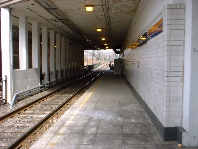 (70k, 640x480)<br><b>Country:</b> United States<br><b>City:</b> Newark, NJ<br><b>System:</b> Newark City Subway<br><b>Line:</b> 7-City Subway<br><b>Location:</b> Bloomfield Avenue <br><b>Photo by:</b> Peggy Darlington<br><b>Date:</b> 2001<br><b>Viewed (this week/total):</b> 0 / 3318