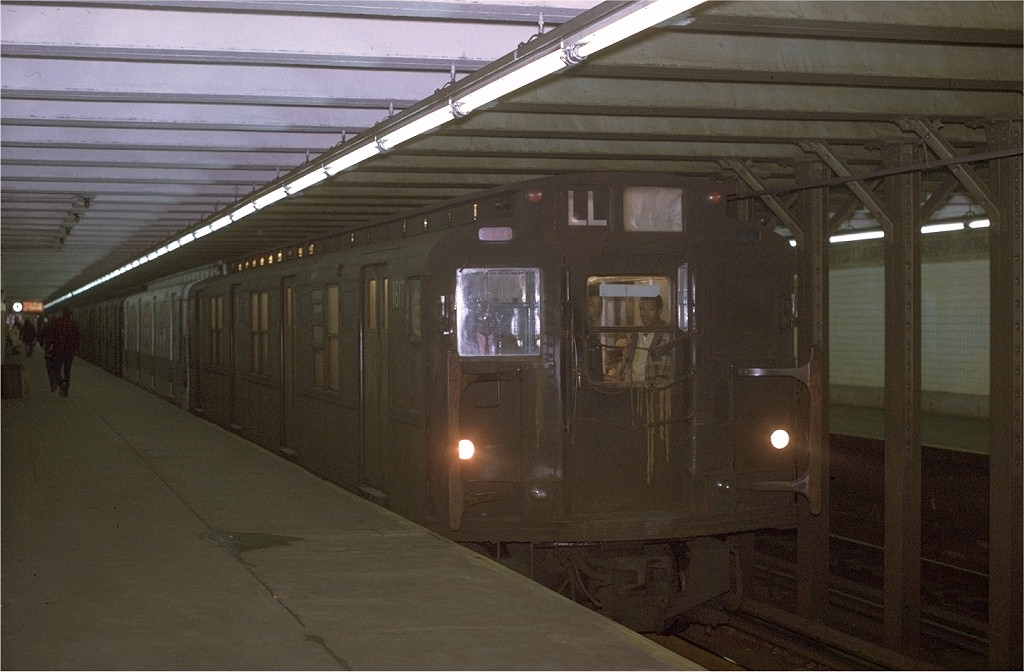 (157k, 1024x672)<br><b>Country:</b> United States<br><b>City:</b> New York<br><b>System:</b> New York City Transit<br><b>Line:</b> BMT Canarsie Line<br><b>Location:</b> 3rd Avenue <br><b>Route:</b> LL<br><b>Car:</b> R-7A (American Car & Foundry, 1938)  1617 <br><b>Collection of:</b> Joe Testagrose<br><b>Notes:</b> 11/9/1970<br><b>Viewed (this week/total):</b> 0 / 3587