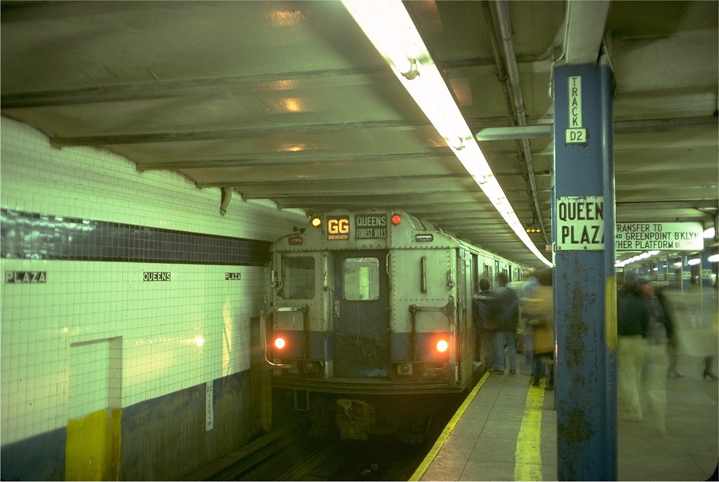 (176k, 1024x687)<br><b>Country:</b> United States<br><b>City:</b> New York<br><b>System:</b> New York City Transit<br><b>Line:</b> IND Queens Boulevard Line<br><b>Location:</b> Queens Plaza <br><b>Route:</b> GG<br><b>Car:</b> R-10 (American Car & Foundry, 1948) 3132 <br><b>Photo by:</b> Doug Grotjahn<br><b>Collection of:</b> Joe Testagrose<br><b>Date:</b> 11/10/1977<br><b>Viewed (this week/total):</b> 0 / 5395