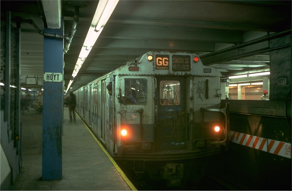 (143k, 1024x670)<br><b>Country:</b> United States<br><b>City:</b> New York<br><b>System:</b> New York City Transit<br><b>Line:</b> IND Fulton Street Line<br><b>Location:</b> Hoyt-Schermerhorn Street <br><b>Route:</b> GG<br><b>Car:</b> R-10 (American Car & Foundry, 1948) 3199 <br><b>Collection of:</b> Joe Testagrose<br><b>Date:</b> 11/14/1977<br><b>Viewed (this week/total):</b> 3 / 6220
