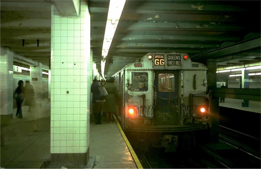 (154k, 1024x665)<br><b>Country:</b> United States<br><b>City:</b> New York<br><b>System:</b> New York City Transit<br><b>Line:</b> IND Fulton Street Line<br><b>Location:</b> Hoyt-Schermerhorn Street <br><b>Route:</b> GG<br><b>Car:</b> R-10 (American Car & Foundry, 1948) 3220 <br><b>Photo by:</b> Doug Grotjahn<br><b>Collection of:</b> Joe Testagrose<br><b>Date:</b> 11/14/1977<br><b>Viewed (this week/total):</b> 4 / 5920