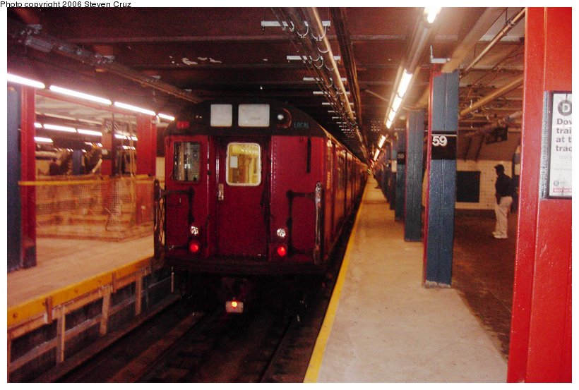 (95k, 820x553)<br><b>Country:</b> United States<br><b>City:</b> New York<br><b>System:</b> New York City Transit<br><b>Line:</b> IND 8th Avenue Line<br><b>Location:</b> 59th Street/Columbus Circle <br><b>Route:</b> Work Service<br><b>Car:</b> R-33 World's Fair (St. Louis, 1963-64) 9317 <br><b>Photo by:</b> Steven Cruz<br><b>Date:</b> 9/3/2006<br><b>Viewed (this week/total):</b> 0 / 3323
