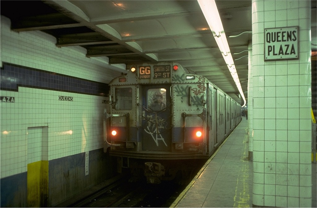 (161k, 1024x674)<br><b>Country:</b> United States<br><b>City:</b> New York<br><b>System:</b> New York City Transit<br><b>Line:</b> IND Queens Boulevard Line<br><b>Location:</b> Queens Plaza <br><b>Route:</b> GG<br><b>Car:</b> R-10 (American Car & Foundry, 1948) 3319 <br><b>Collection of:</b> Joe Testagrose<br><b>Date:</b> 2/9/1978<br><b>Viewed (this week/total):</b> 7 / 4902