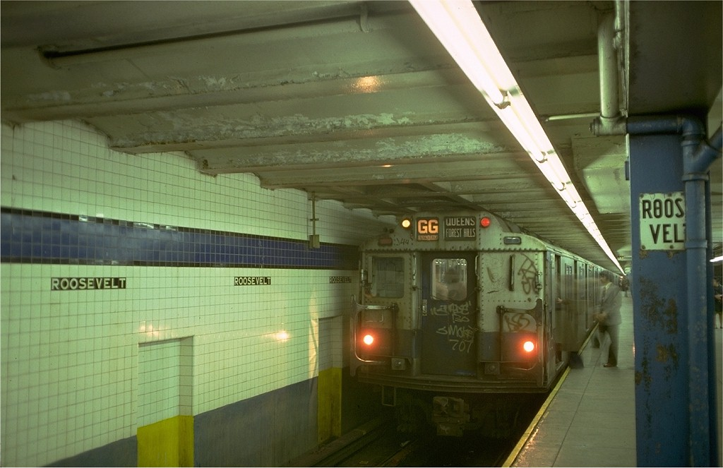(154k, 1024x663)<br><b>Country:</b> United States<br><b>City:</b> New York<br><b>System:</b> New York City Transit<br><b>Line:</b> IND Queens Boulevard Line<br><b>Location:</b> Roosevelt Avenue <br><b>Route:</b> GG<br><b>Car:</b> R-10 (American Car & Foundry, 1948) 3348 <br><b>Photo by:</b> Doug Grotjahn<br><b>Collection of:</b> Joe Testagrose<br><b>Date:</b> 11/11/1977<br><b>Viewed (this week/total):</b> 4 / 6354