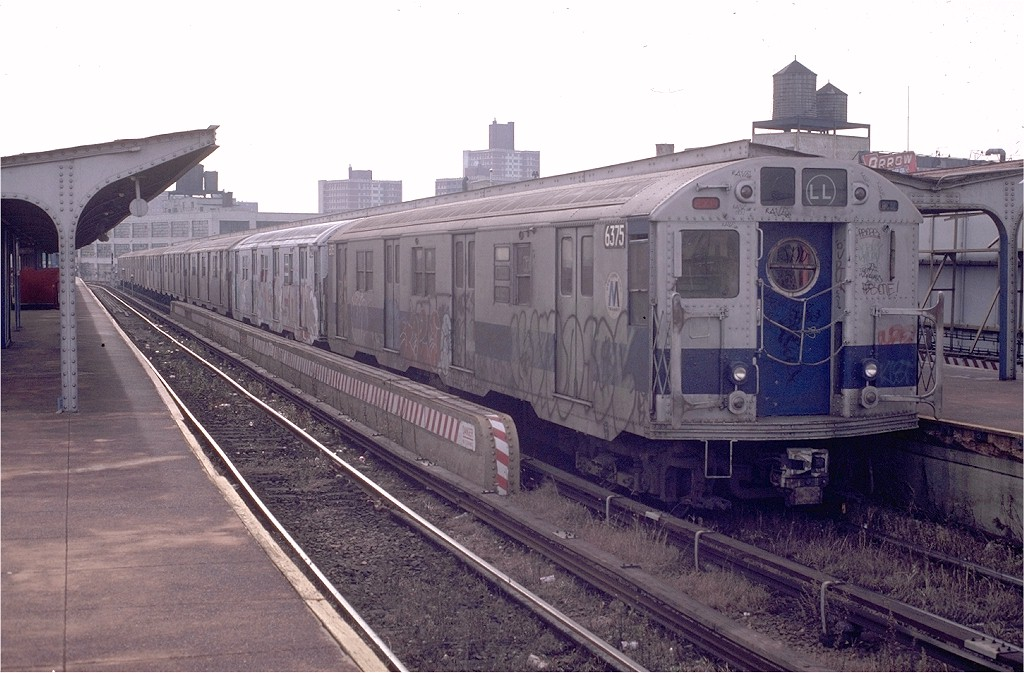 (192k, 1024x673)<br><b>Country:</b> United States<br><b>City:</b> New York<br><b>System:</b> New York City Transit<br><b>Line:</b> BMT Canarsie Line<br><b>Location:</b> Atlantic Avenue <br><b>Route:</b> LL<br><b>Car:</b> R-16 (American Car & Foundry, 1955) 6375 <br><b>Photo by:</b> Doug Grotjahn<br><b>Collection of:</b> Joe Testagrose<br><b>Date:</b> 11/23/1980<br><b>Viewed (this week/total):</b> 2 / 3550
