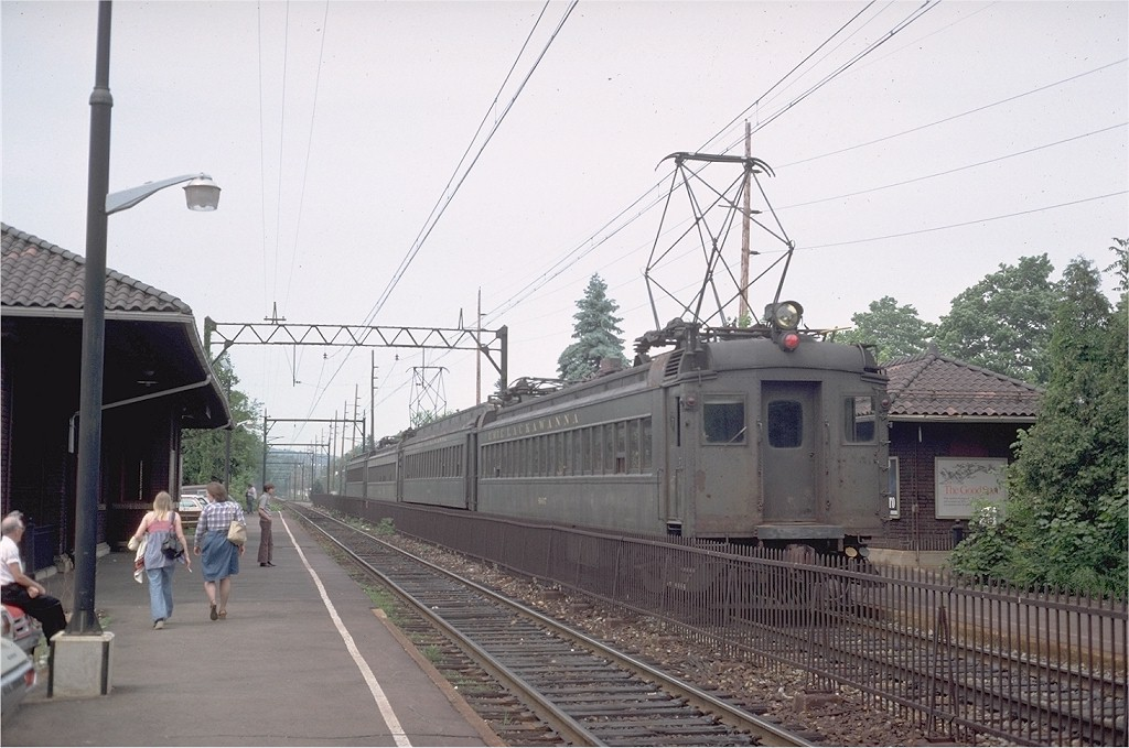 (189k, 1024x679)<br><b>Country:</b> United States<br><b>System:</b> NJ Transit (or Predecessor)<br><b>Line:</b> NJT Morris & Essex Line<br><b>Location:</b> Morris Plains <br><b>Car:</b> Erie-Lackawanna EMU 4607 <br><b>Photo by:</b> Steve Zabel<br><b>Collection of:</b> Joe Testagrose<br><b>Date:</b> 5/25/1977<br><b>Viewed (this week/total):</b> 6 / 1927