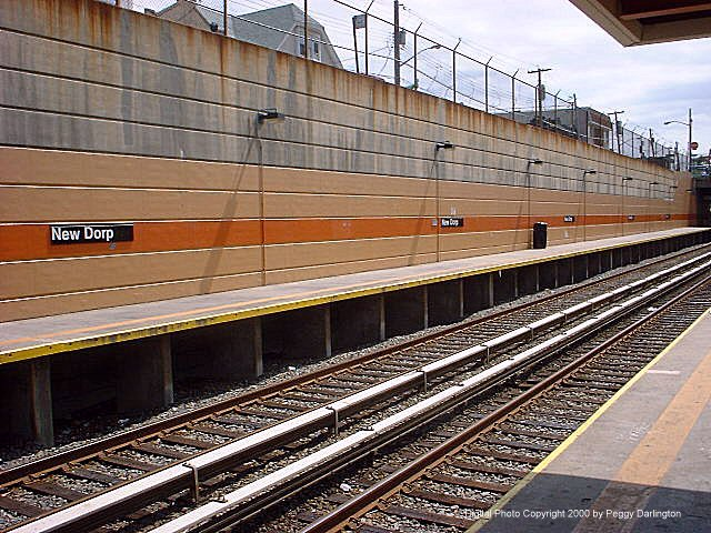 (106k, 640x480)<br><b>Country:</b> United States<br><b>City:</b> New York<br><b>System:</b> New York City Transit<br><b>Line:</b> SIRT<br><b>Location:</b> New Dorp <br><b>Photo by:</b> Peggy Darlington<br><b>Date:</b> 6/2000<br><b>Viewed (this week/total):</b> 0 / 4205
