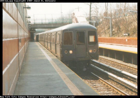 (42k, 540x379)<br><b>Country:</b> United States<br><b>City:</b> New York<br><b>System:</b> New York City Transit<br><b>Line:</b> SIRT<br><b>Location:</b> New Dorp <br><b>Car:</b> R-44 SIRT (St. Louis, 1971-1973)  <br><b>Photo by:</b> Jason R. DeCesare<br><b>Date:</b> 3/1997<br><b>Viewed (this week/total):</b> 3 / 6055