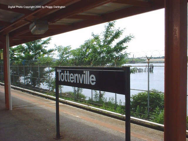 (77k, 640x480)<br><b>Country:</b> United States<br><b>City:</b> New York<br><b>System:</b> New York City Transit<br><b>Line:</b> SIRT<br><b>Location:</b> Tottenville <br><b>Photo by:</b> Peggy Darlington<br><b>Date:</b> 6/2000<br><b>Viewed (this week/total):</b> 0 / 3186