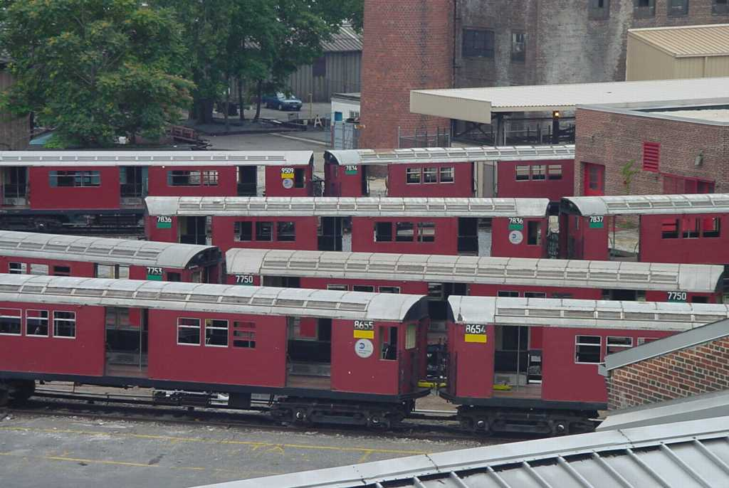 (86k, 1024x686)<br><b>Country:</b> United States<br><b>City:</b> New York<br><b>System:</b> New York City Transit<br><b>Location:</b> 207th Street Yard<br><b>Photo by:</b> Daniel C. Boyar<br><b>Date:</b> 7/8/2001<br><b>Notes:</b> Visible cars: 7750, 7753, 7834, 7836, 7837, 8654, 8655, 9509<br><b>Viewed (this week/total):</b> 0 / 3525