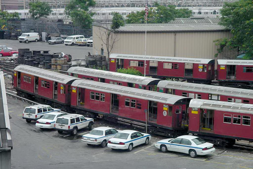(147k, 1024x686)<br><b>Country:</b> United States<br><b>City:</b> New York<br><b>System:</b> New York City Transit<br><b>Location:</b> 207th Street Yard<br><b>Photo by:</b> Daniel C. Boyar<br><b>Date:</b> 7/8/2001<br><b>Notes:</b> Visible cars: 7752, 9508, 9544, 9545<br><b>Viewed (this week/total):</b> 2 / 4389