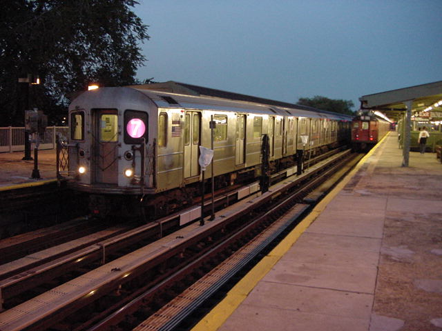 (60k, 640x480)<br><b>Country:</b> United States<br><b>City:</b> New York<br><b>System:</b> New York City Transit<br><b>Line:</b> IRT Flushing Line<br><b>Location:</b> Willets Point/Mets (fmr. Shea Stadium) <br><b>Route:</b> 7<br><b>Car:</b> R-62A (Bombardier, 1984-1987)   <br><b>Photo by:</b> Salaam Allah<br><b>Date:</b> 9/18/2002<br><b>Viewed (this week/total):</b> 1 / 3528