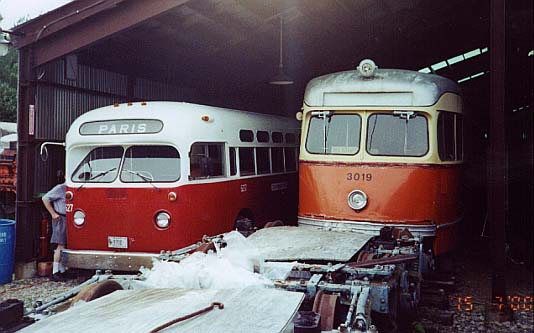 (38k, 534x333)<br><b>Country:</b> United States<br><b>City:</b> Kennebunk, ME<br><b>System:</b> Seashore Trolley Museum <br><b>Car:</b> MBTA/BSRy PCC Tremont (Pullman-Standard, 1941)  3019 <br><b>Photo by:</b> Thurston Clark<br><b>Date:</b> 7/15/2000<br><b>Notes:</b> Boston PCC #3019 & #627 is former Brantford & Ontario; Mfg 1962 by GM TGH-3102<br><b>Viewed (this week/total):</b> 4 / 4206