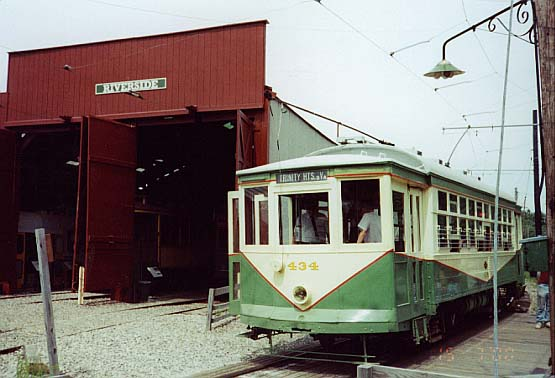 (43k, 555x378)<br><b>Country:</b> United States<br><b>City:</b> Kennebunk, ME<br><b>System:</b> Seashore Trolley Museum <br><b>Car:</b> Dallas Railway & Terminal 434 <br><b>Photo by:</b> Thurston Clark<br><b>Date:</b> 7/15/2000<br><b>Notes:</b> Dallas #434, a Stone & Webster Standard, adjacient to Riverside Barn<br><b>Viewed (this week/total):</b> 1 / 1232