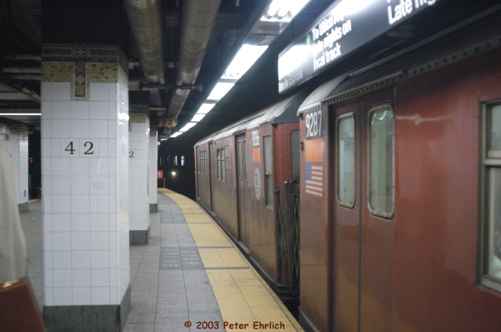 (103k, 720x478)<br><b>Country:</b> United States<br><b>City:</b> New York<br><b>System:</b> New York City Transit<br><b>Line:</b> IRT East Side Line<br><b>Location:</b> Grand Central <br><b>Route:</b> 4<br><b>Car:</b> R-33 Main Line (St. Louis, 1962-63) 9287 <br><b>Photo by:</b> Peter Ehrlich<br><b>Date:</b> 3/4/2003<br><b>Viewed (this week/total):</b> 1 / 5036