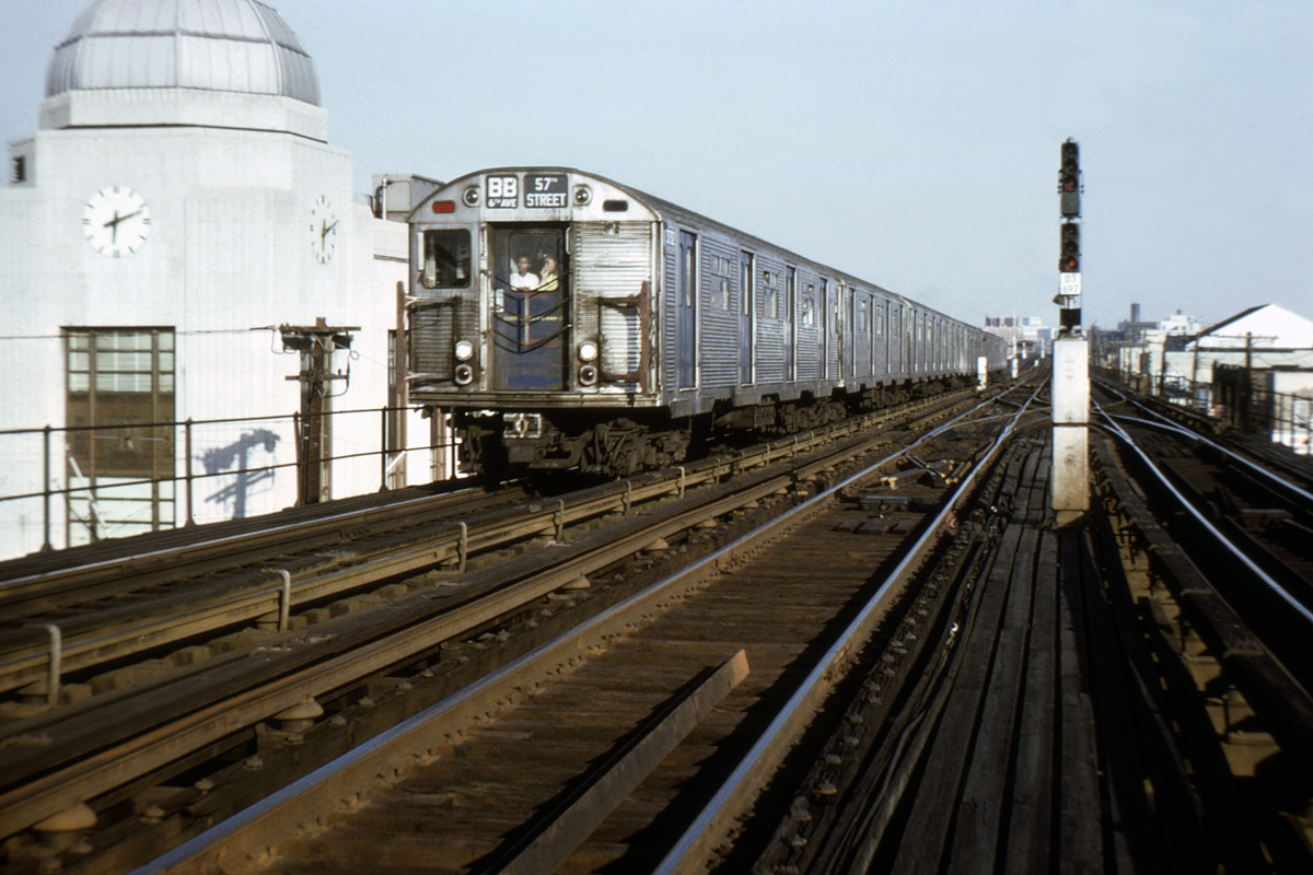 (384k, 1044x699)<br><b>Country:</b> United States<br><b>City:</b> New York<br><b>System:</b> New York City Transit<br><b>Line:</b> BMT West End Line<br><b>Location:</b> Bay Parkway <br><b>Route:</b> BB<br><b>Car:</b> R-32 (Budd, 1964)   <br><b>Collection of:</b> David Pirmann<br><b>Notes:</b> Between 25th Ave and Bay Pkwy<br><b>Viewed (this week/total):</b> 7 / 5370