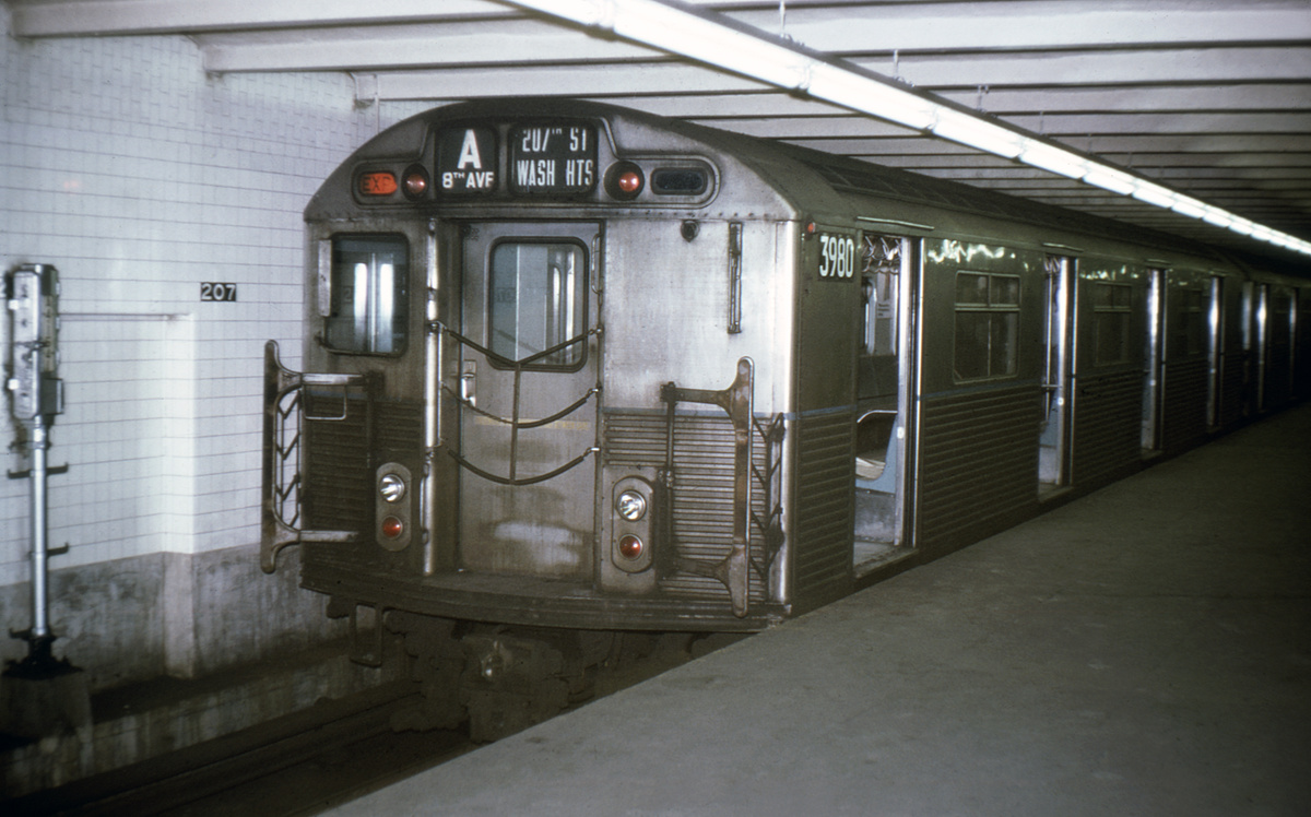 (295k, 1044x679)<br><b>Country:</b> United States<br><b>City:</b> New York<br><b>System:</b> New York City Transit<br><b>Line:</b> IND 8th Avenue Line<br><b>Location:</b> 207th Street <br><b>Route:</b> A<br><b>Car:</b> R-38 (St. Louis, 1966-1967)  3980 <br><b>Collection of:</b> David Pirmann<br><b>Viewed (this week/total):</b> 0 / 3848
