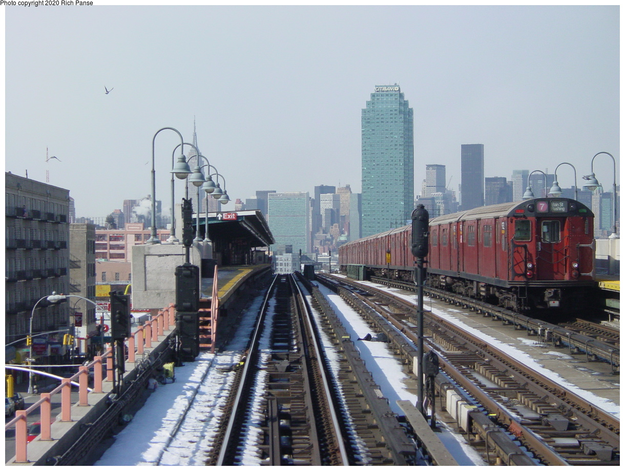 (80k, 820x620)<br><b>Country:</b> United States<br><b>City:</b> New York<br><b>System:</b> New York City Transit<br><b>Line:</b> IRT Flushing Line<br><b>Location:</b> 40th Street/Lowery Street <br><b>Route:</b> 7<br><b>Photo by:</b> Richard Panse<br><b>Date:</b> 2/12/2003<br><b>Viewed (this week/total):</b> 1 / 3406